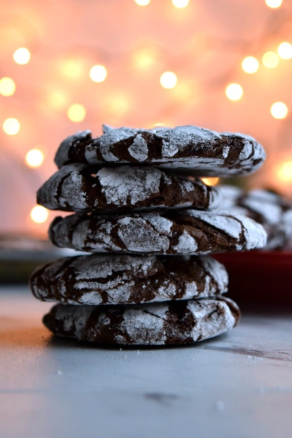 a stack of 5 chocolate peppermint crinkle cookies