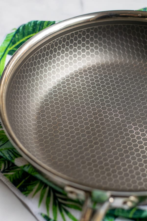 inside of the new Mealthy non-stick frying pan