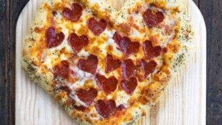 How to make Heart Shaped Pizza with Cheese Stuffed Crust