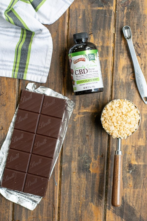 the 4 ingredients needed to make Chocolate Mint Crunch Bar